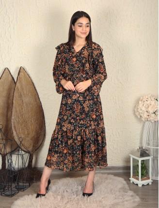 Siyah Yaka Fırfır Çiçekli Şifon Elbise